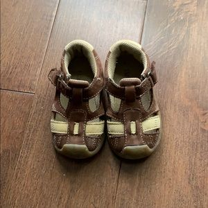 Baby  sandals, excellent condition, size 4
